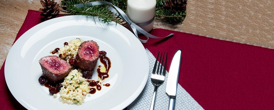 Steak z jeleňa s brusnicovou omáčkou