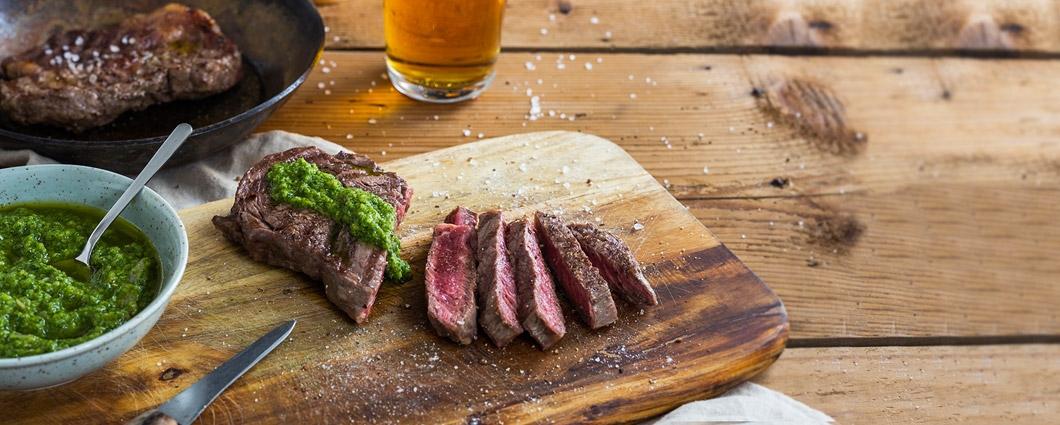 Steak na grile so zelenou salsou