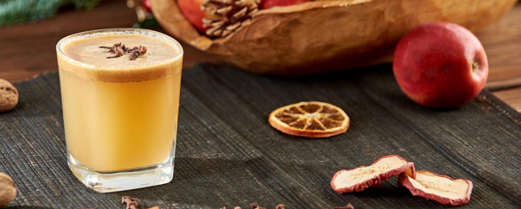 Horúci maslový bourbon so škoricou