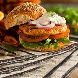Burger s lososovou plackou