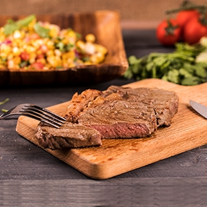 Hovädzí steak s grilovanou kukuricou