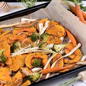 Pečená zelenina s miso pastou a sezamom