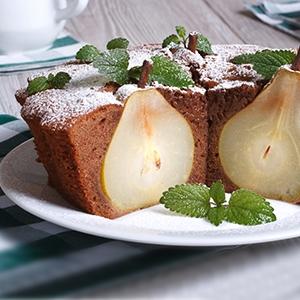 Čokoládový koláč plný sladkých hrušiek