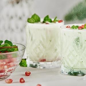 Biele vianočné mojito s granátovým jablkom