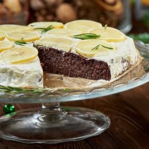 Čokoládovo - tahini koláč s rozmarínovým krémom